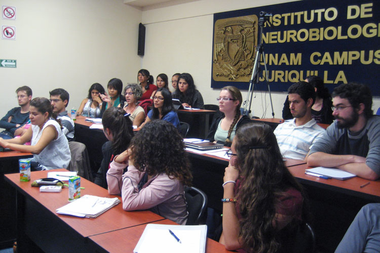 LATP Fellows and UNAM students listen to a lecture during the 2014 LATP Fellows course in Queretaro, Mexico