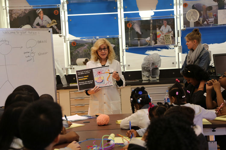 Bobby Heagerty, PhD, of Oregon Health and Science University, teaches students about the brain at an event in Washington, DC.