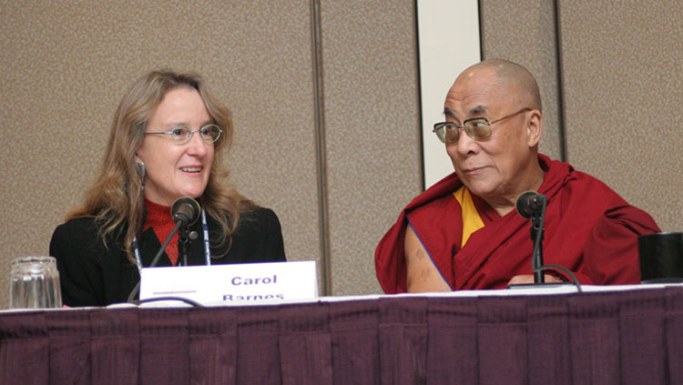 SfN President Carol Barnes and the Dalai Lama at the Dialogues Lecture from Neuroscience 2005