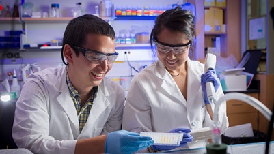 Teague Cole and Alice Jiang in the Roth Lab