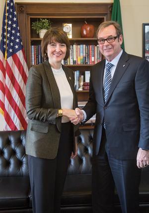 SfN President Richard Huganir with Rep. Cathy McMorris Rodgers (R-WA-5)