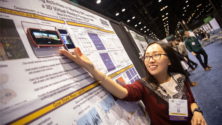 2019 TPDA recipient presenting her research during the TPDA Poster Session at Neuroscience 2019