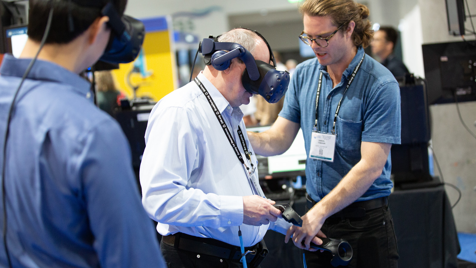 Scientists experience virtual reality at Neuroscience 2018