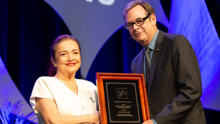 Gönül O. Peker, PhD, of the Ege University School of Medicine, accepts the Award for Education in Neuroscience.